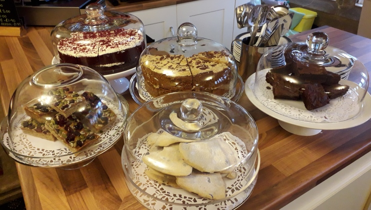 Harcombe cafe cakes 742 420